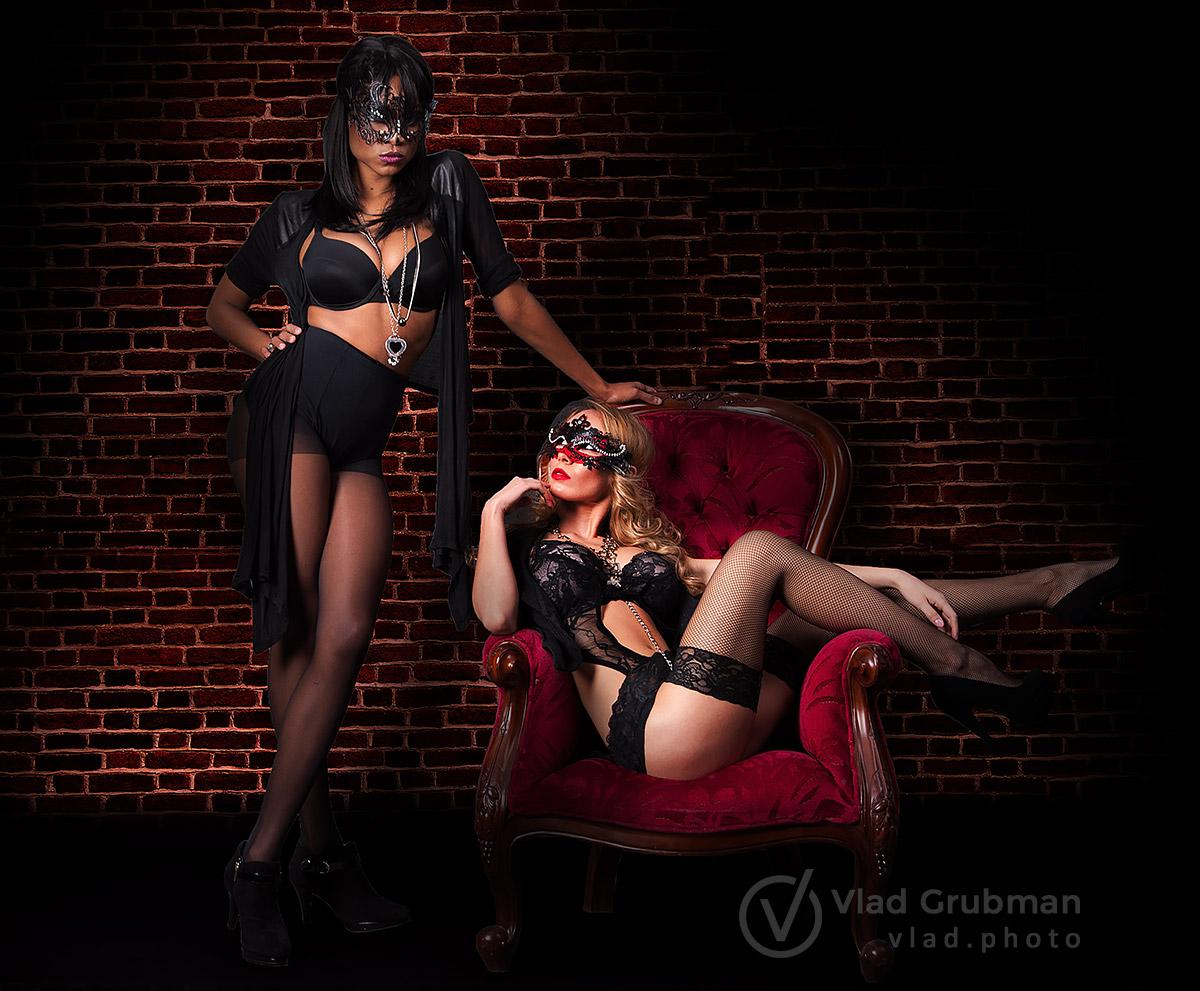 Two girls boudoir shoot - photography by Vlad Grubman / Zealusmedia.com