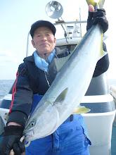 Photo: まだまだ釣る!今度はブリ!仕掛けは、ハリス6号です!5kgのブリお見事です!