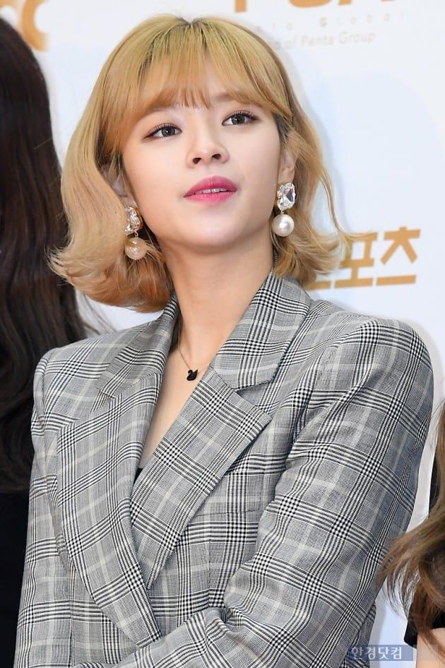 jeongyeon suit 66