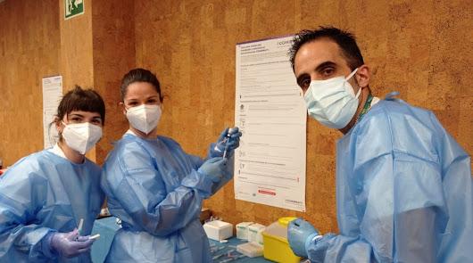 Sanitarios de Vithas Almería reciben la segunda dosis de la vacuna