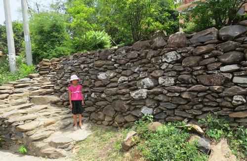Xóm Ghềnh Đá Đĩa và những công trình bằng đá