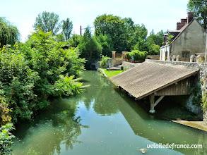 Photo: Le village de Fontaine le Port et son ancien lavoir - E-guide balade circuit à vélo sur les Bords de Seine à Bois le Roi par veloiledefrance.com.