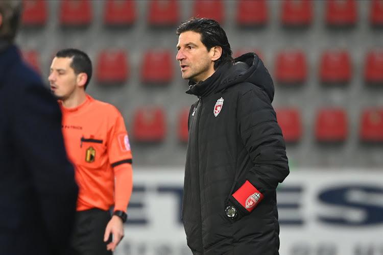 """""""Voor de mensen die het nog niet wisten: voetbal is niet eerlijk"""": Coach sakkert, maar slaat wél mea culpa voor rode kaart"""
