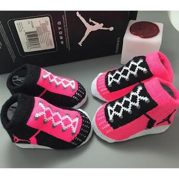 😍Special item😍正貨Jordan baby有型物仔 👪size:(0-6mth) $120一對 $180一盒兩對 現貨發售👍🏼 如需要細節圖或購買詳情,請PM或Whatsapp:97878015😊. 😍時間限定!😍買滿$100,立即贈送白兔玩具,名額有限,欲購從速!www.instagram.com/handy_shop_hk . #嬰兒用品 #嬰兒 #bb #babygirl #babyboy #babyhk #hkig #孕婦 #pregnant #懷孕 #懷孕日記 #小朋友 #bb衫 #bb用品 #可愛 #新生兒 #寶寶 #實物圖 #嬰兒衫 #初生bb #代購 #bb連身衣 #hkonline #hkshop #BB #hkonlineshop #hkshopping #babylove #nike #nikebaby
