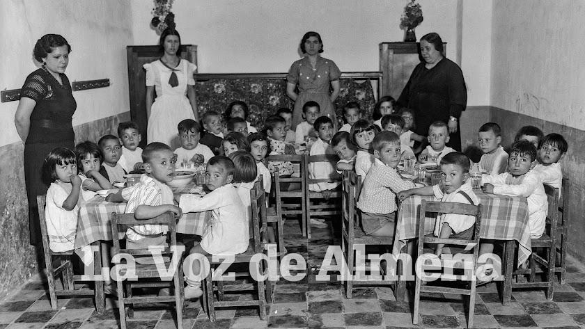En la foto, cantina escolar del colegio Mariana Pineda de la Almedina. Domingo F. Mateos.
