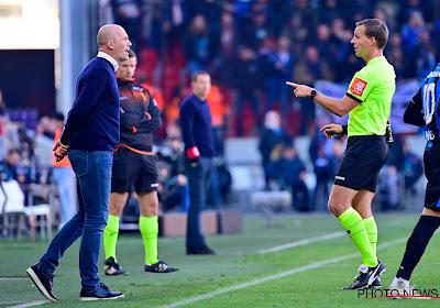 """Philippe Clement n'est pas du tout d'accord avec l'arbitre: """"Les deux joueurs touchent la balle"""""""