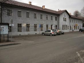 Photo: Budynek dworca kolejowego w Zagórzu. Dworzec kolejowy w Zagórzu ukończono w 1917. Budowa kolei przez Zagórz miała na celu połączenie Wiednia i Budapesztu z galicyjską twierdzą Przemyśl. Cały odcinek biegnący ze Słowacji przez Komańczę, Zagórz, Chyrów na Ukrainie do Przemyśla stał się przejezdny 25 grudnia 1872.  http://pl.wikipedia.org/wiki/Zag%C3%B3rz_%28stacja_kolejowa%29