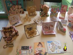 Photo: Zoom partie gauche cartes à disques, cartes pop-up et kirigami, boitages