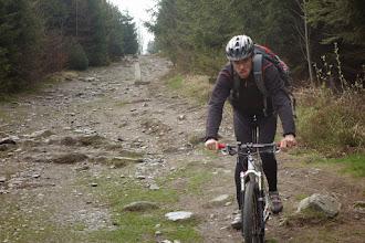 Photo: sjíždíme na druhou stranu kopce po polském území. Na začátku je cesta příkrá a dost kamenitá