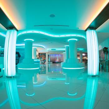 onhotel hall avec lumières vertes
