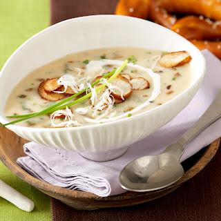 Eierschwammerl-Suppe mit Brezelchips
