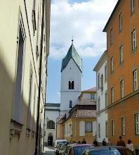 Photo: Turm der Heiligkreuzkirche des Klosters Niedernburg