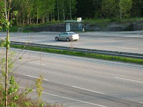 Photo: Váratlanul felbukkanó autópálya felüljárókkal és buszmegállóval (!), ahol le kell inteni a buszt hogy megálljon