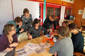 Photo: En workshop som år efter år är lika populär är Ingelas workshop i montering - det kan man tydligen inte få nog av!