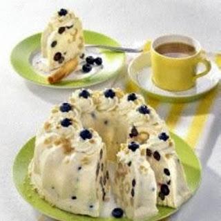 Heidelbeer-Buttermilch-Eistorte