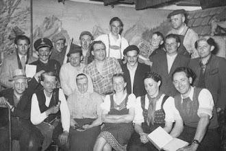 """Photo: Theatergruppe """"Volk ohne Raum""""."""