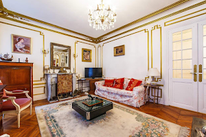 Champs Elysees serviced apartment living room