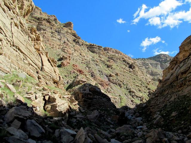 Bouldery canyon