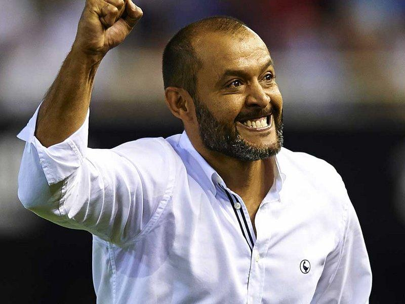 http://images.football365.com/14/08/800x600/premier-league-football-club-soccer-english-soccer-club-ball-nuno-espirito-santo_3197369.jpg