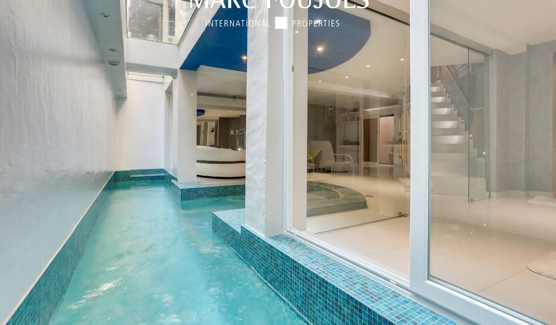 Appartement avec terrasse et piscine Paris 20ème