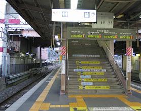 Photo: 塩尻駅で甲府行きを待つ