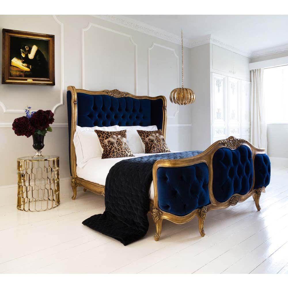 Đường nét và hoa văn được trau chuốt tỉ mỉ làm nâng cao giá trị thẩm mỹ của căn phòng