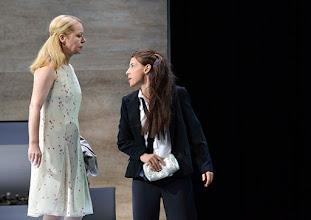 """Photo: WIEN/ Theater in der Josefstadt: """"VOR SONNENUNTERGANG"""" von Gerhard Hauptmann. Premiere 3.9.2015. Therese Lphner, Martina Ebm. Copyright: Barbara Zeininger"""