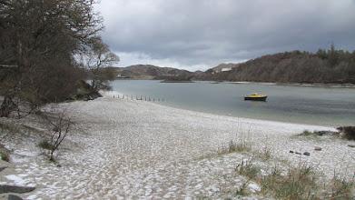 Photo: Plage de sable blanc entre Mallaig et Arisaig (là le blanc c'est de la grêle)