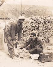 Photo: Szép Dénes és Nagy Miklós, malacherélés-miskárolás