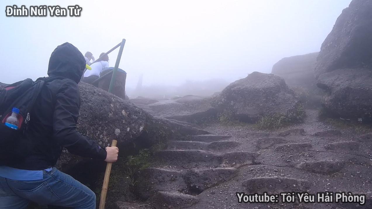 Gió quá to tại Chùa Đồng khi leo núi Yên Tử quảng ninh 1