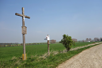 Photo: rovně směr Trzebina, my pokračujeme doleva k rozhledně a klášteru