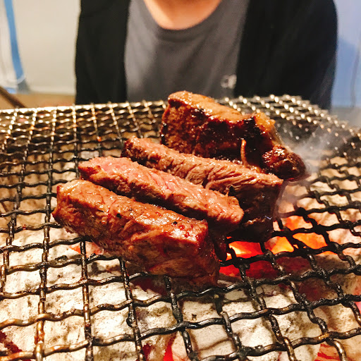 環境:🌕🌕🌕🌗🌑 食物:🌕🌕🌕🌕🌗 服務:🌕🌕🌕🌕🌑  優點:肉和海鮮十分新鮮好吃,飲品選擇多樣,明治冰淇淋有點太冰但口味眾多。冰箱有泡菜、生菜、生辣椒可以自取。上菜速度