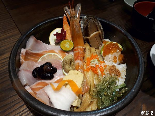 築の藏 東京築地市場丼飯店好吃的平價日式料理卻有著耐人尋味的驚喜