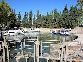 Photo: de enige ronde sluis ter wereld bij Agde: kanaal du Midi-l'Herault en een kanaal naar Agde