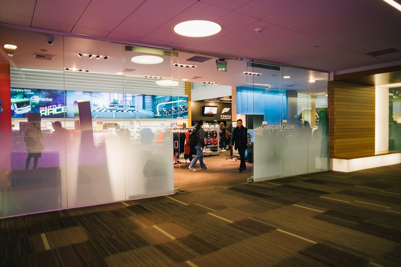 เดินเล่น Microsoft Visitor Center และ Company Store