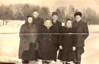 Photo: Grigalauskaitė Janina, Žilinskaitė Marytė, Grigalauskas Alfonsas, Grigalauskaitė Danutė, Žygus Bronius. Nuotrauka iš Adelės Gusčiūtės archyvo