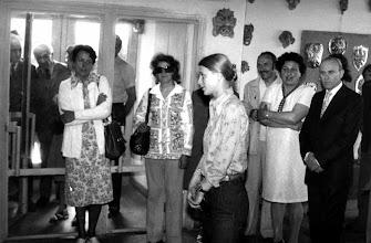 Photo: czerwiec 1976 r. Wystawa końcoworoczna -  otwarcie, przemawia Małgosia Czarnowska
