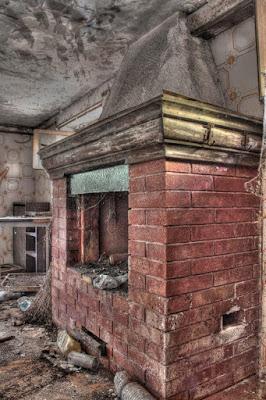 Vecchio caminetto di cs