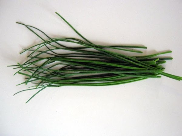 Chives. Description***Belongs to the onion and leek family. Source of vitamin A. Flavor***Onion or...