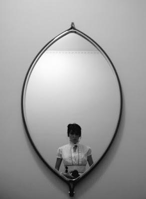 Mirror miror on the wall.. di nicorobyn