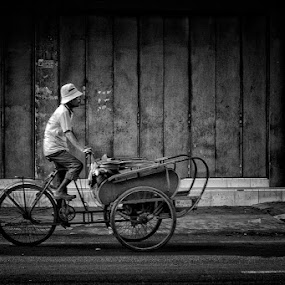 Abang Becak by Ayah Adit Qunyit - Professional People Business People