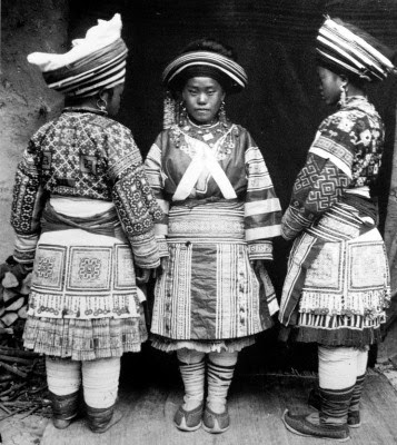 Miao girls in Mengzi