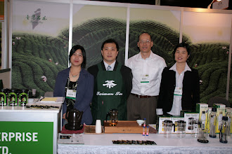 Photo: Celina Chang, Tea Shen, Larry and Yang Su.