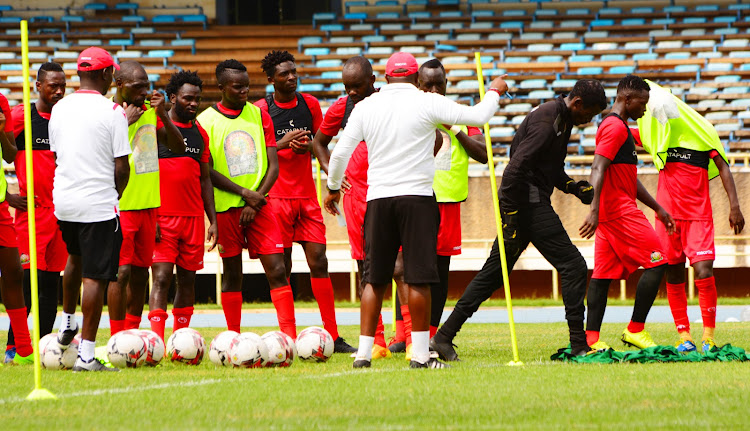 Kimanzi instructs Stars' players during a recent training session at Moi Stadium, Kasarani