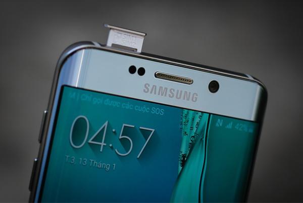 Thiết kế Samsung Galaxy S6 Edge Plus Dual Sim giống hệt như ở phiên bản 1 Sim thông thường