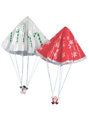 Tomte och snögubbe med fallskärm
