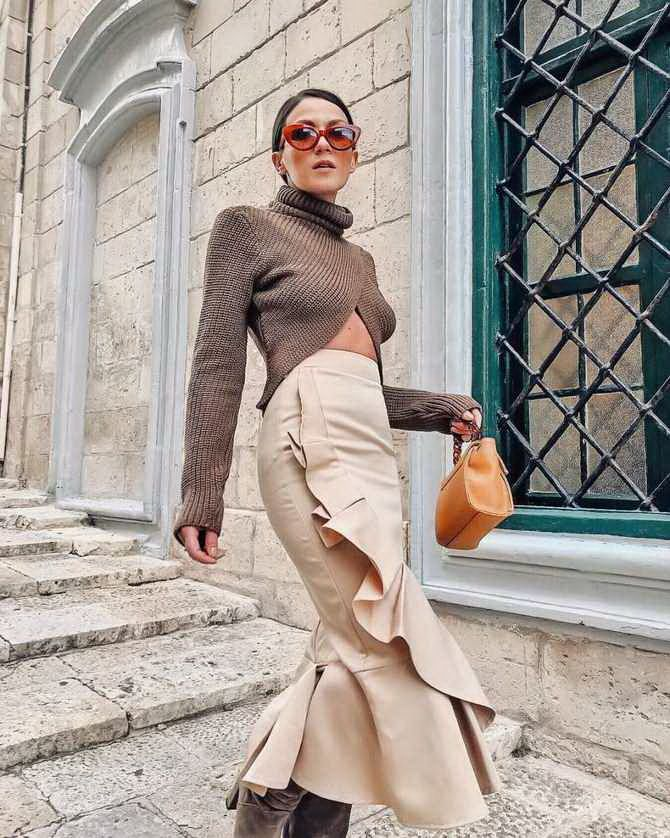 Sweater and a skirt: the most fashionable winter combinations 17