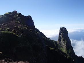 Photo: ろうそく岩と山頂