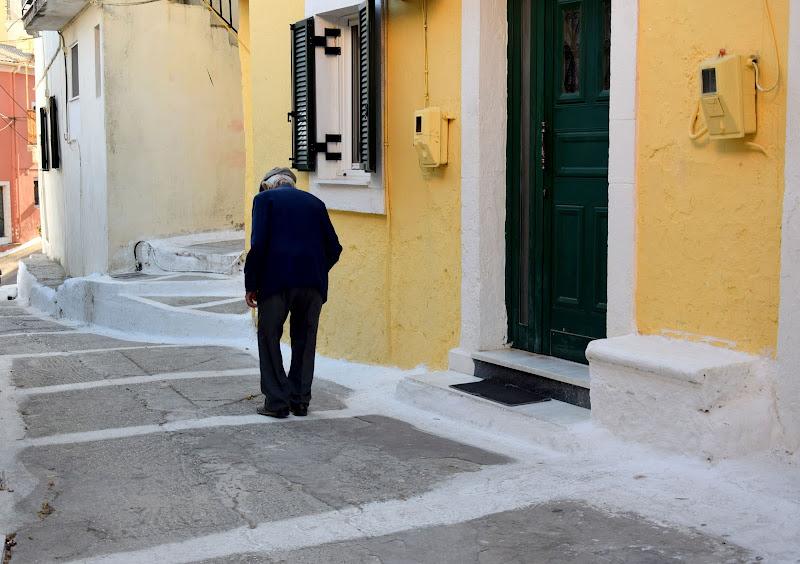 La solitudine spesso cammina con l'indifferenza di Luciano Fontebasso