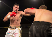 Johnny Muller in a fight against Herman Potgieter at the Emperors Palace